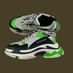 Triple S Balenciaga Sneakers 🖤💚